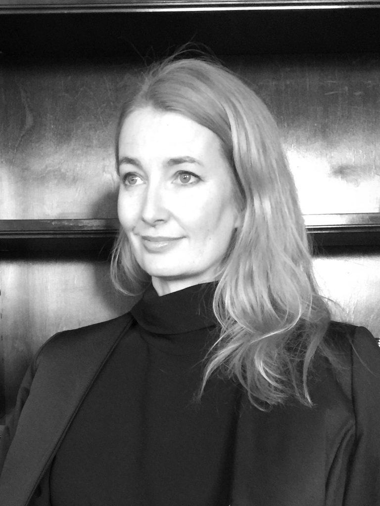 Porträttbild av Lena Patriksson Keller